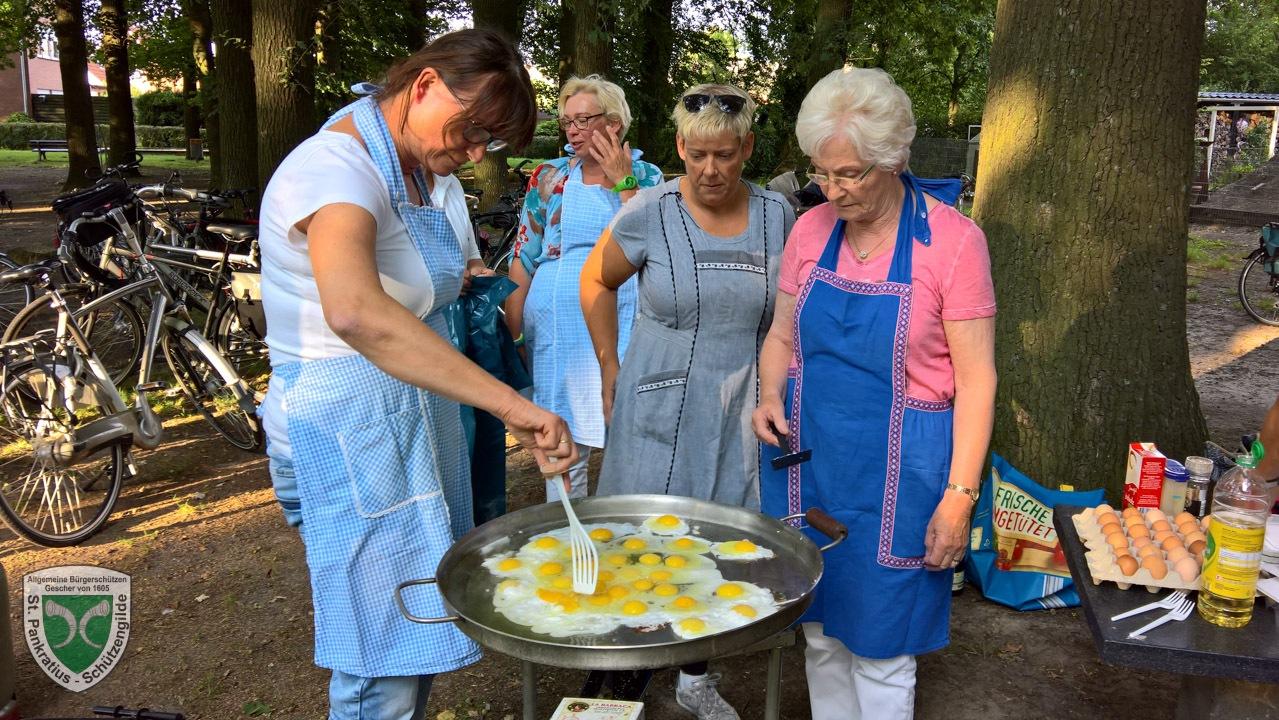 Pfannekuchenfrauen-06